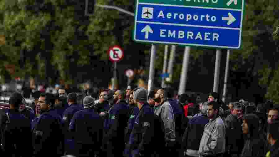24.set.2019 - Funcionários da Embraer durante greve em São José dos Campos (SP) - Por Marcelo Rochabrun