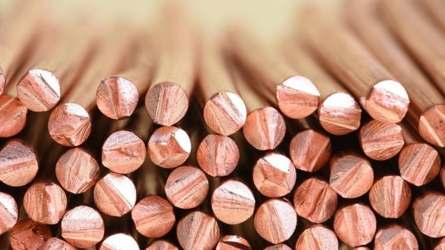 Indústria vê hoje fundamentos consistentes para o mercado de cobre, matéria-prima para a fabricação de baterias - Getty Images
