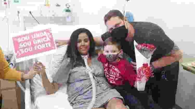 'Milagre', diz marido de promotora de vendas que recebeu alta após perder o bebê e passar 84 dias internada em Santos - Arquivo Pessoal - Arquivo Pessoal