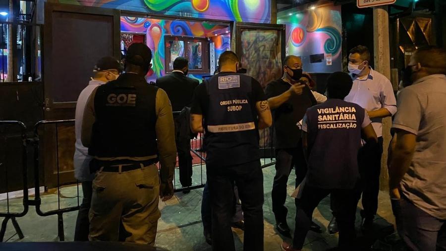 Fiscais em ação em restaurantes e bares do Rio de Janeiro em meio à pandemia - Divulgação/Prefeitura do Rio