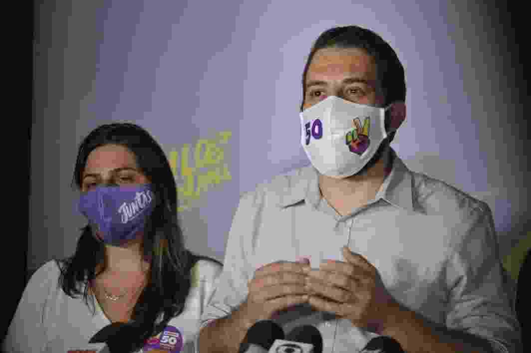 15.nov.2020 - Candido do PSOL Guilherme Boulos fala com a imprensa em sua casa no bairro no Campo Limpo após ser confirmado no segundo turno das eleições municipais - Reinaldo Canato/UOL