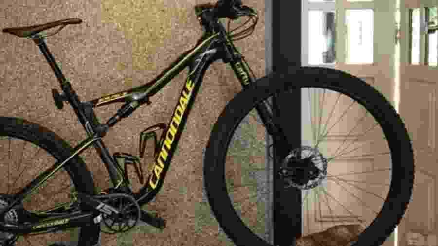 Bicicleta roubada dentro de garagem de condomínio, avaliada em R$ 30 mil - Reprodução/TV Bahia