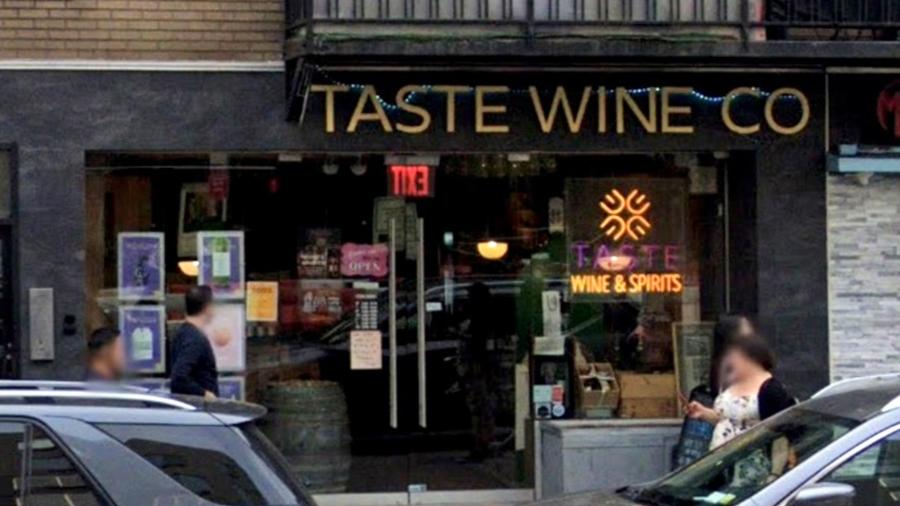 A loja de vinhos Taste Wine Company, em Manhattan, teve duas mil garrafas de licor e vinho roubadas, informou o dono - Reprodução/Google Maps