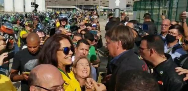 Opinião: Milly Lacombe - Ao se calar, futebol brasileiro dá as mãos ao extermínio bolsonarista
