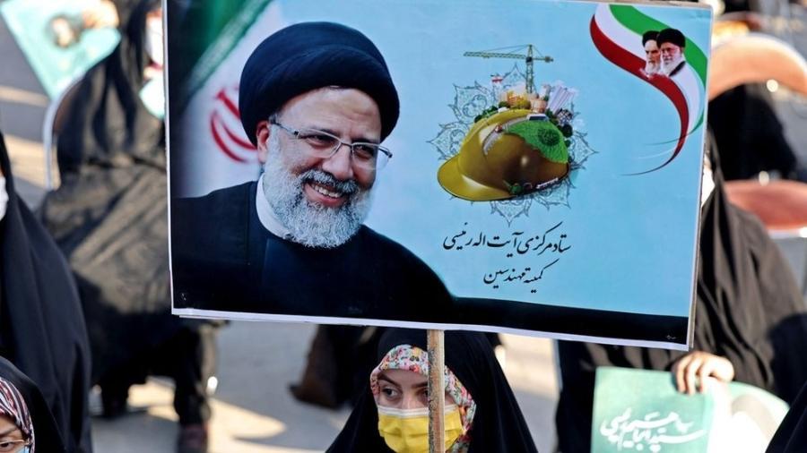 Ebrahim Raisi é um clérigo linha-dura próximo ao aiatolá Ali Khamenei, líder supremo do país. - ATTA KENARE/AFP