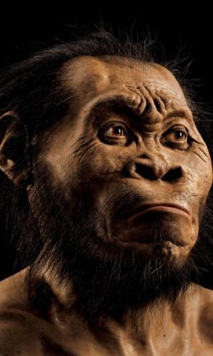 10.set.2015 - Uma antiga espécie do gênero humano desconhecida até agora foi descoberta em uma caverna da África do Sul, onde foram exumados os ossos de 15 hominídeos, anunciou nesta quinta-feira uma equipe internacional de cientistas. A nova espécia foi batizada de 'Homo Naledi' e classificada dentro do gênero Homo, ao qual pertence o homem moderno