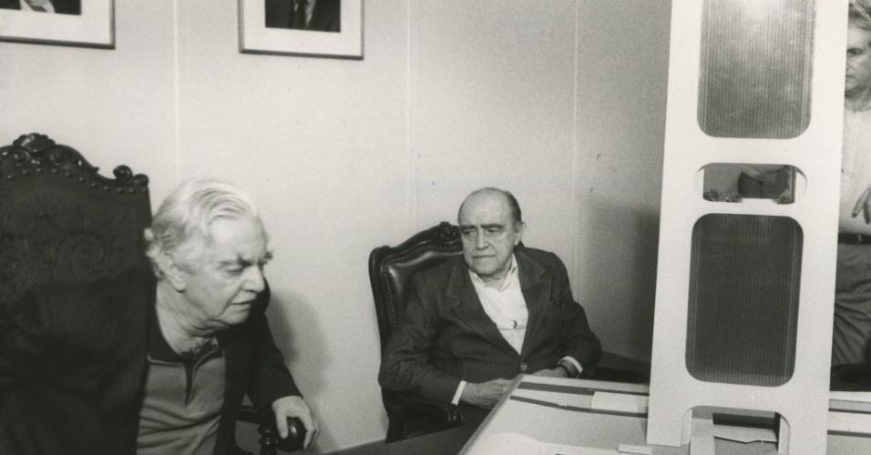 16.out.1986 - Niemeyer apresentou as maquetes, como a da sede da prefeitura, e Jânio Quadros assinou decreto para a desapropriação da área. No entanto, o prefeito disse que a prefeitura não tinha condições financeiras de executar todo o projeto, que acabou caindo no esquecimento. Nenhum item da proposta saiu do papel