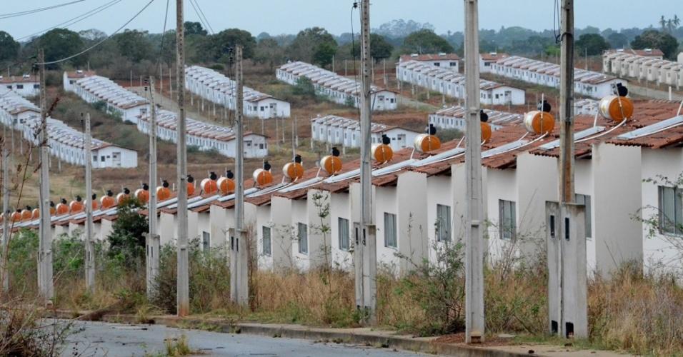 O conjunto Brivaldo Medeiros -- do programa Minha Casa, Minha Vida -- tem 820 casas que estão abandonadas há mais de um ano
