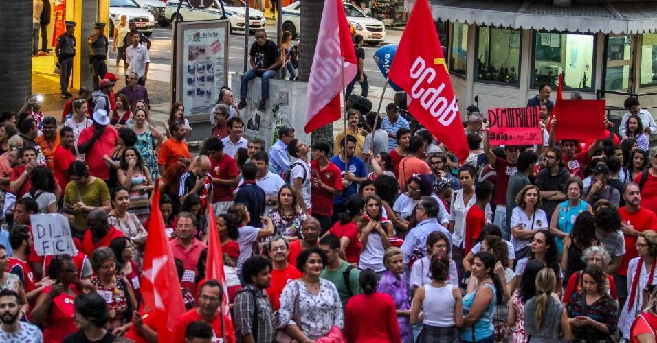 22.mar.2016 - Manifestantes fazem ato