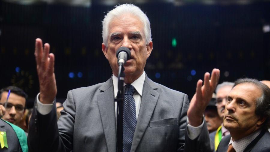 """Deputado Rubens Bueno (Cidadania-PR), diz que não é possível modificar a estrutura administrativa do funcionalismo público """"pela metade"""" - Nilson Bastian/Câmara dos Deputados"""