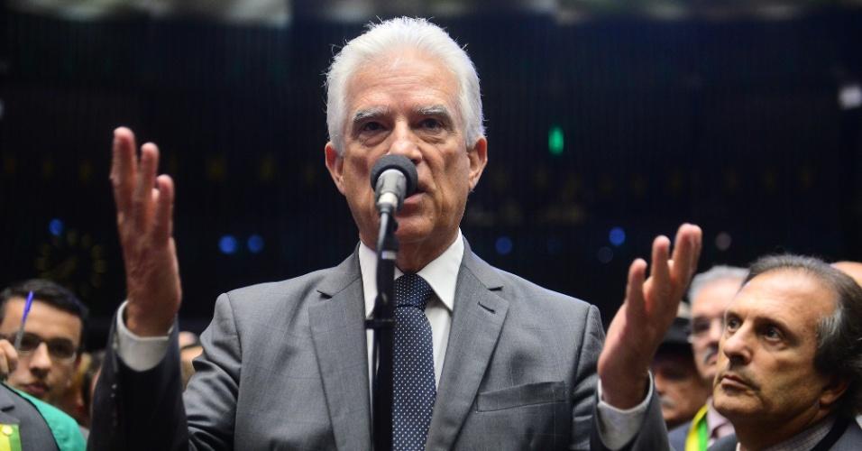 17.abr.2016 - Deputado Rubens Bueno (PPS-PR) vota pela continuação do processo de impeachment da presidente Dilma Rousseff na Câmara dos Deputados