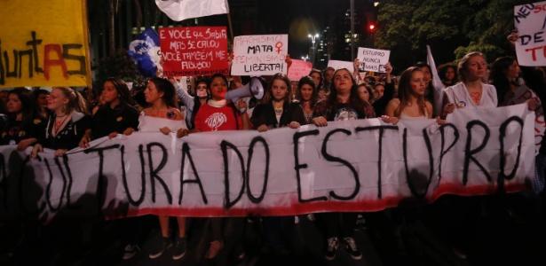 Mulheres fazem protesto contra a cultura do estupro. O ato é em apoio a jovem de 16 anos que foi estuprada no mês passado no Morro do Barão, comunidade do Rio de Janeiro