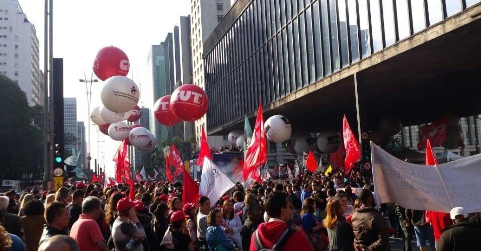 Representantes de diversas centrais sindicais realizam ato na Avenida Paulista, em São Paulo, no Dia Nacional de Paralisação e Mobilização em defesa das conquistas trabalhistas, nesta quinta-feira (22)