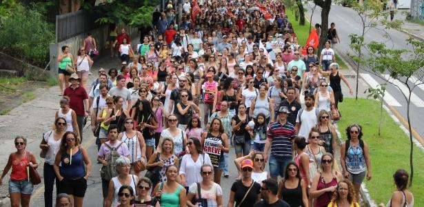 07.fev.2017 - Servidores fazem passeata em Florianópolis contra medidas do governo e em defesa da greve geral na cidade