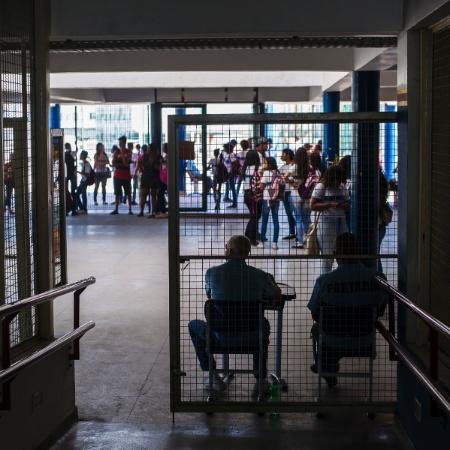Ao todo, apenas 14 unidades escolares podem permanecer abertas para aulas presenciais, segundo a Secretaria - Bruna Prado/UOL