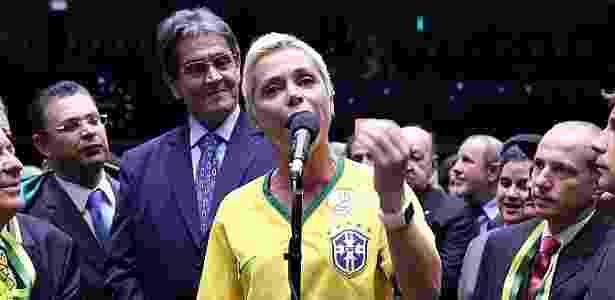 Roberto Jefferson (ao fundo) e a filha Cristiane Brasil - Antonio Augusto / Câmara dos Deputados