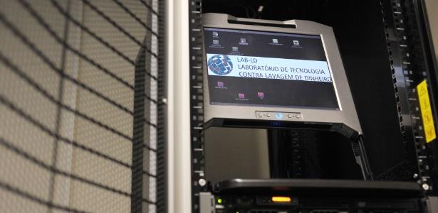 Rede troca informações, além de cruzar dados bancários, chamadas telefônica e localização dos investigados; na imagem, equipamento do laboratório em São Paulo