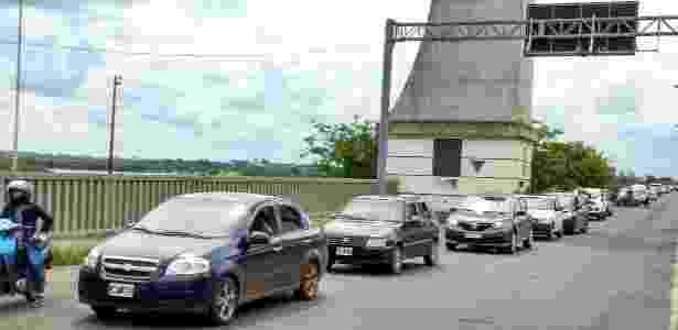 Passagem de carros entre a fronteira de Brasil com Argentina pela cidade de Uruguaiana (RS) - Sinpef-RS - Sinpef-RS