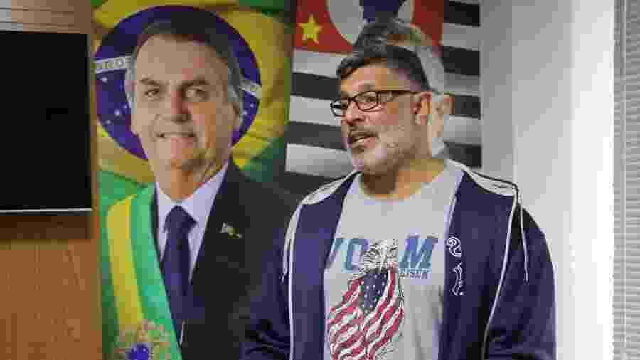 7.jun.2019 - O deputado federal Alexandre Frota (PSL-SP) em entrevista para o UOL concedida em seu escritório em Cotia, na Grande São Paulo - Denis Armelini/UOL
