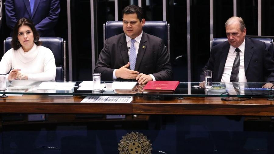 Proposta de reforma da Previdência chega oficialmente ao Senado. Na foto, a presidente da CCJ, Simone Tebet (à esq.), o presidente do Senado, Davi Alcolumbre, e o relator da reforma na CCJ, Tasso Jereissati - Valter Campanato/Agência Brasil