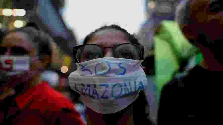 Manifestantes ocupam a Avenida Paulista, região central de São Paulo, nesta sexta-feira, 20, dia da Marcha Global Pelo Clima - MARCELO CHELLO/ ESTADÃO CONTEÚDO