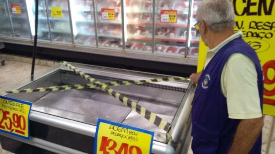 Vigilância Sanitária notificou supermercado Extra em Cabo Frio e descartou quase meia tonelada de alimentos - Vigilância Sanitária/Divulgação