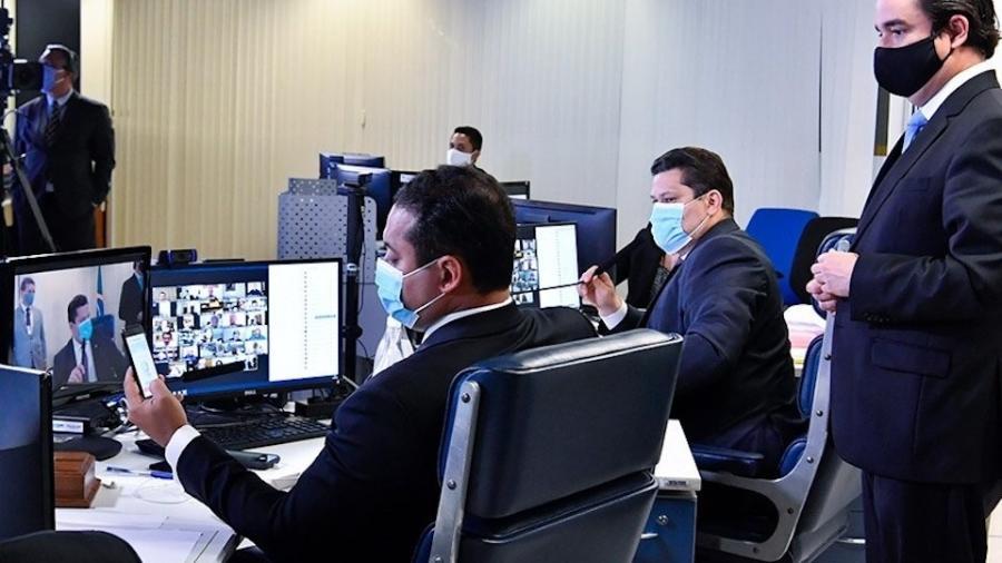 Senadores durante o debate do PL das Fake News; presidente Davi Alcolumbre adiou sessão - Waldemir Barreto/Agência Senado