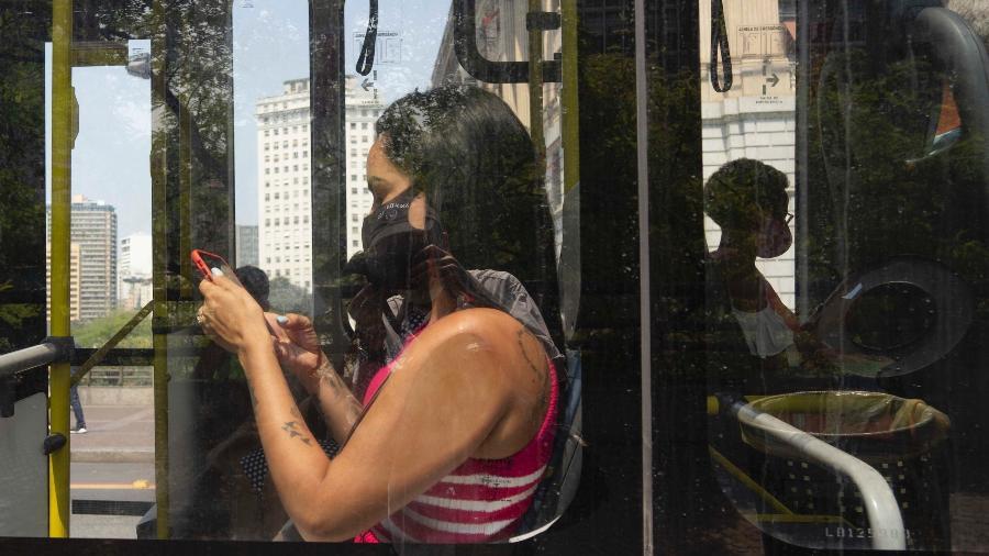 Moradores das periferias de São Paulo poderão denunciar ônibus lotado por meio de aplicativo - Andre Porto/UOL
