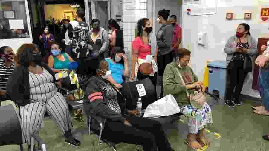 Sala de espera lotada no Pronto Socorro do Hospital Municipal da Lapa, em São Paulo - Lucas Borges Teixeira/UOL