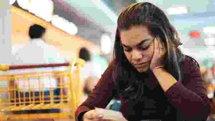 mulher, dívida, finanças pessoais, economia  - Getty Images - Getty Images