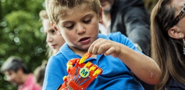 Prótese de mão impressa em 3D vai ajudar criança na França