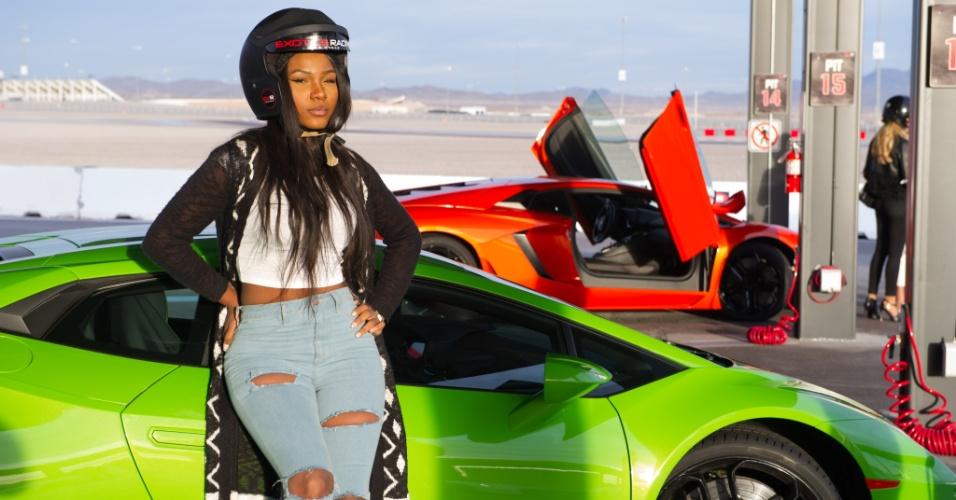 As duas semanas pré-Miss Universo também tiveram evento com carros. Na foto, Ornella Obone, a Miss Gabão, posa em frente a carro esportivo no último dia 9 de dezembro. A disputa do Miss Universo 2015 ocorre na noite deste domingo (20), em Las Vegas, nos Estados Unidos