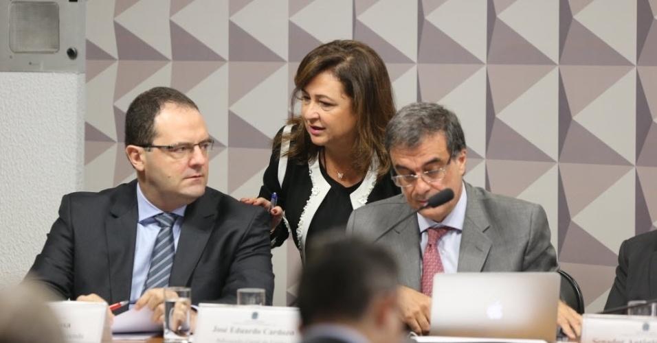 29.abr.2016 - Os ministros da Fazenda, Nelson Barbosa, da Advocacia Geral da União, José Eduardo Cardozo, e da Agricultura, Katia Abreu, fazem a defesa da Dilma Rousseff na comissão de impeachment no Senado, que analisa a cassação do mandato da presidente