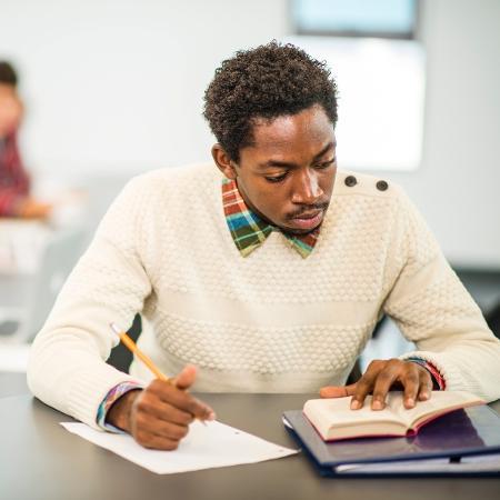 Existem oportunidades em diversos cargos, destinadas a candidatos de todos os níveis de escolaridade, em todos os estados - Getty Images