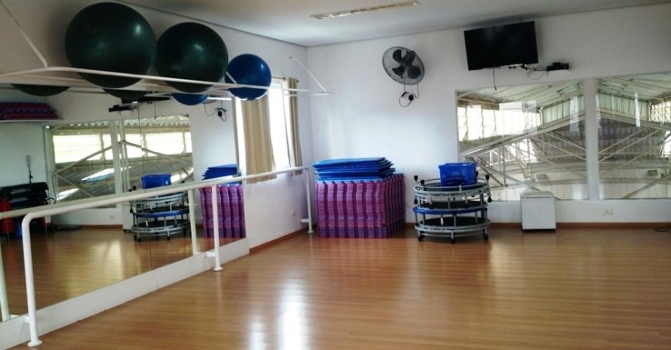 Sala de ginástica e dança da Escola de Esportes Conviver, localizada na Penha, bairro da zona leste de São Paulo
