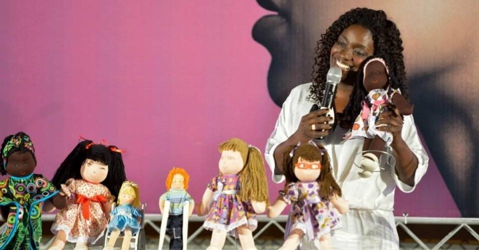 Preta Pretinha, que vende bonecas da diversidade