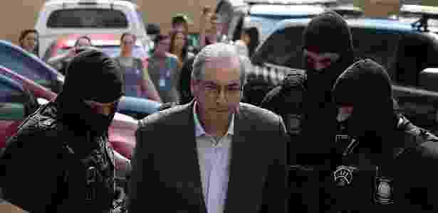 O ex-deputado Eduardo Cunha é levado ao IML de Curitiba para realizar exame de corpo de delito - Giuliano Gomes/Estadão Conteúdo