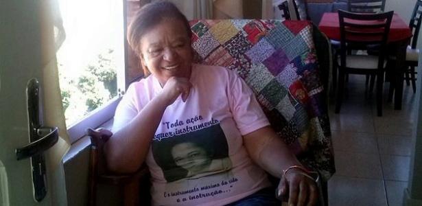 Dona Uda, líder comunitária no Mont Serrat, na cadeira de balanço herdada da mãe
