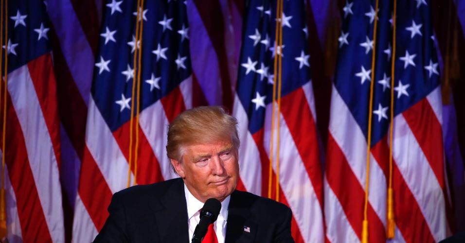 9.nov.2016 - O presidente eleito Donald Trump discursa logo após vencer as eleições, em Nova York