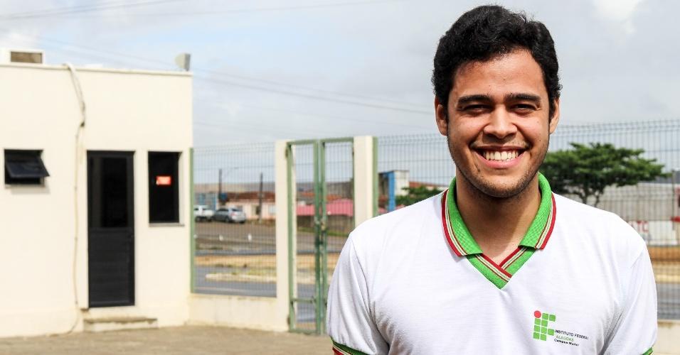 Morais Filho, 19, já perdeu dois primos assassinados por armas de fogo em Murici (AL)