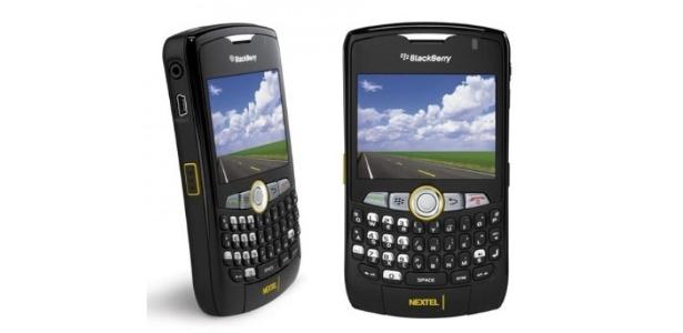 BlackBerry Curve 8350i, um dos celulares com Push to Talk, tecnologia de rádio usada pela Nextel