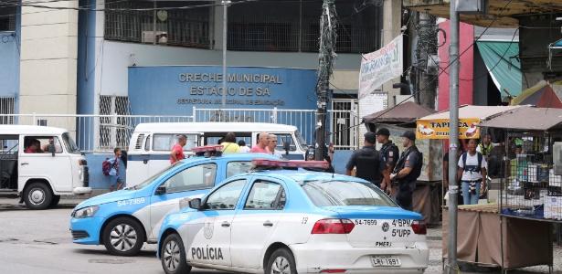 21.nov.2017 - PMs patrulham acessos ao Morro do São Carlos, no Rio, depois da investida do Comando Vermelho para tentar invadir território controlado pelo ADA