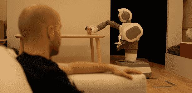 Pegar uma latinha sem amassar parece uma tarefa fácil - mas não é todo robô que consegue a proeza - Divulgação