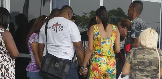A vítima foi atingida por um tiro na cabeça durante abordagem policial na Baixada Fluminense - Severino Silva/Estadão Conteúdo
