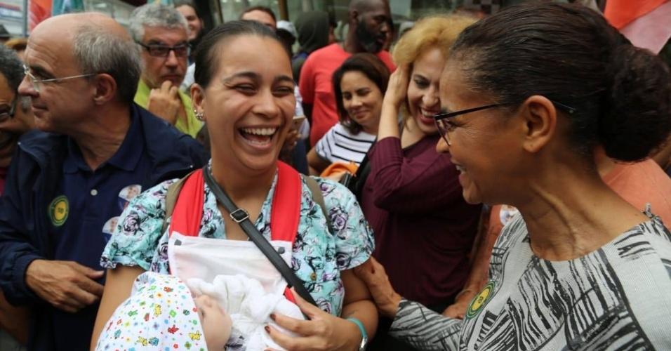 05.out.2018 - Marina Silva (Rede) participa de caminhada em São João de Meriti, no Rio de Janeiro, nesta sexta-feira (5)