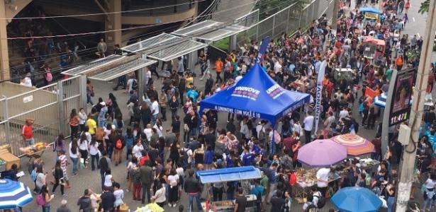 4.nov.2018 - Estudantes entram em local de prova do Enem em São Paulo