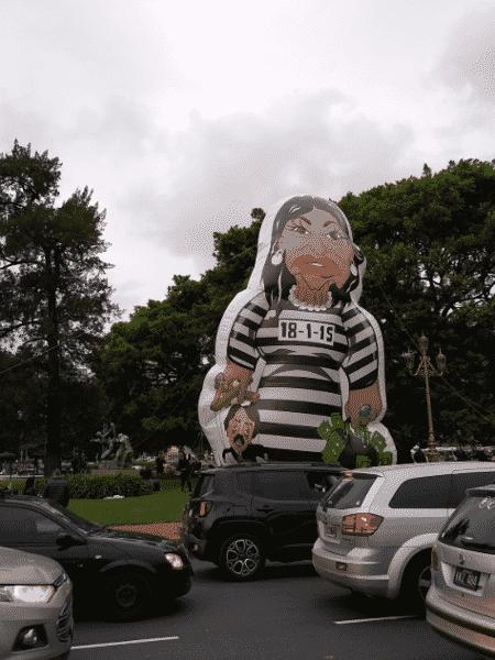 Boneco inflável de Cristina Kirchner é exibido na Argentina - Reprodução/Twitter