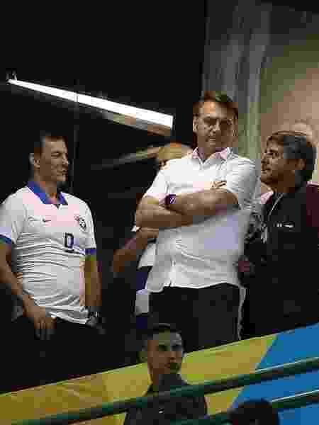 O presidente Jair Bolsonaro comparece ao Estádio Bezerrão, na cidade do Gama, Região Administrativa do DF, para assitir ao jogo Itália X Paraguai, pela Copa do Mundo FIFA sub 17 - Pedro Ladeira/Folhapres