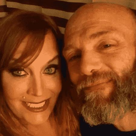 Christa and Mark Steele-Knudslien em foto de arquivo - Facebook