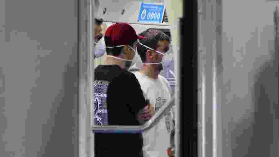 18/03/2020 - Movimentação de passageiros usando máscaras de proteção contra o coronavírus em estação da linha 1 azul do Metrô em São Paulo (SP) - Willian Moreira/Futura Press/Estadão Conteúdo